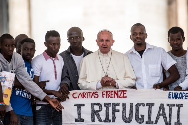 Francoisun-groupe-refugies-Vatican-22-2016_0_1399_934